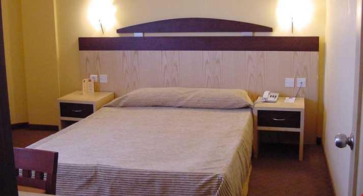 Tesisin odalarında, duş, minibar, split klima, telefon, tv bulunmaktadır.