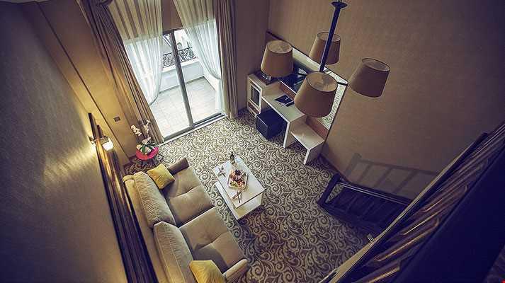 Dublex odalarında (24-32 m2), girişte oturma alanı, üst katında yatak odası bulunmaktadır.