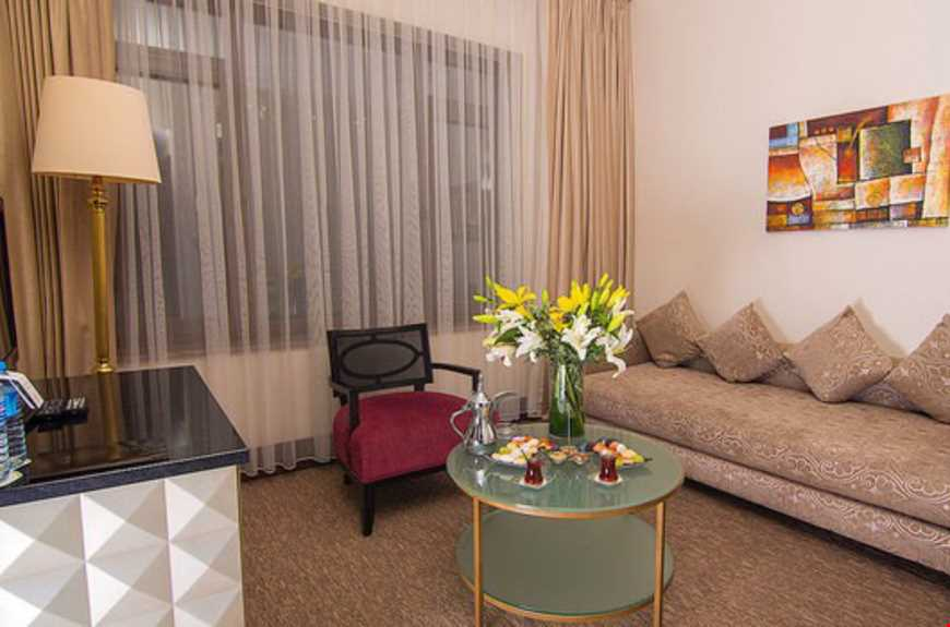 Diplomat Suitler 35 m² büyüklüğündedir. Odalarda çift kişilik tek yatak ve tek açılır-kapanır kanepe bulunuyor.