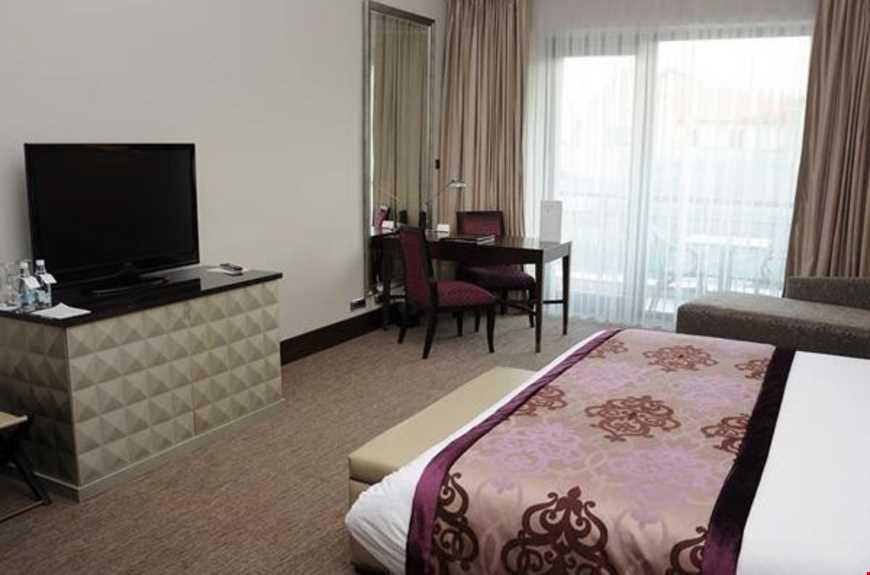 Swiss odalar 25-30 m² büyüklüğündedir. Odalarda çift kişilik tek yatak bulunuyor.