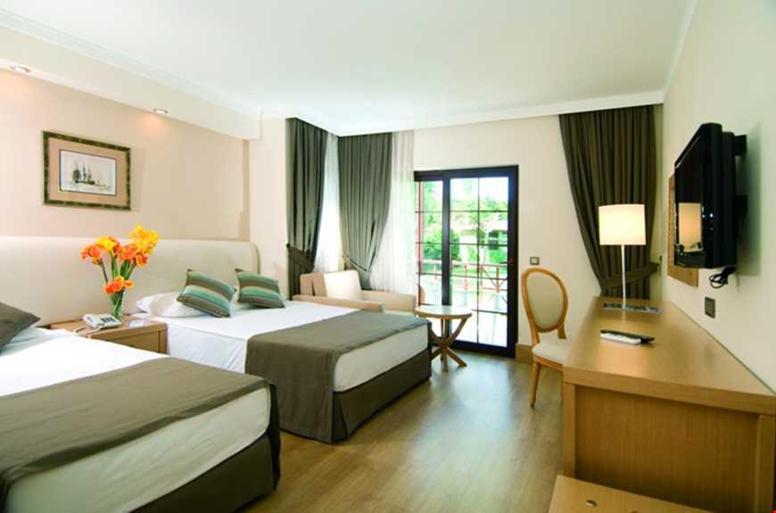 Standart odalar 2+2 konaklamaya uygun, 30 -32 m2 genişliğinde olup, zemin laminant parkeden oluşmaktadır.