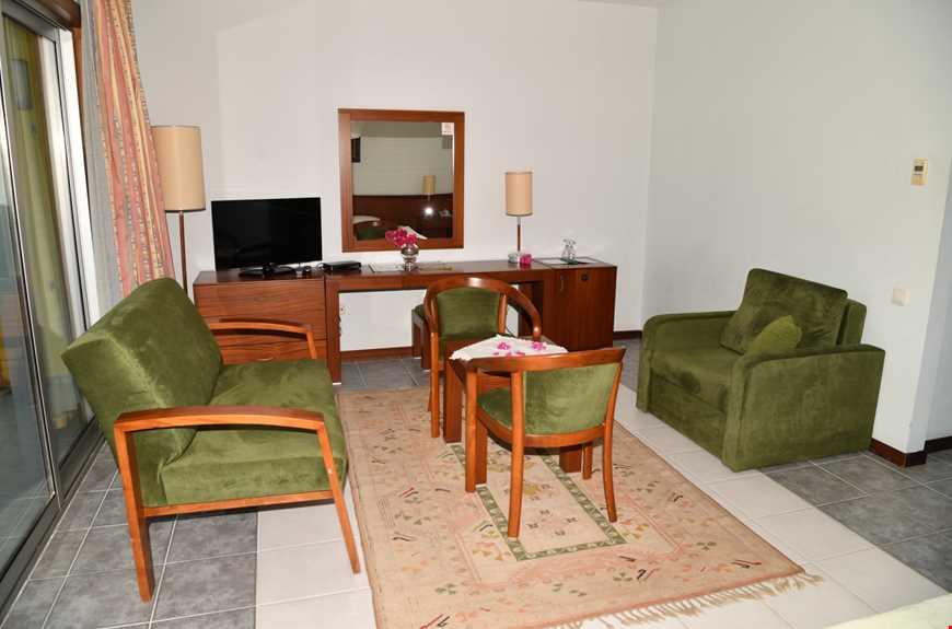 Deluxe Oda, 22 m2 genişliğindedir. Geniş balkonu vardır ve deniz manzaralı odalardır.