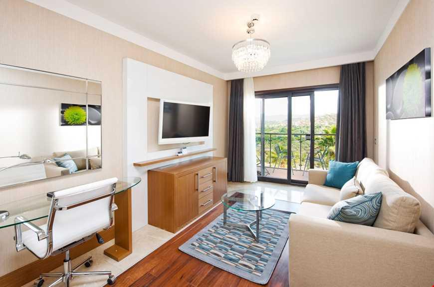 One Bedroom Suite, 45 m2 genişliğindedir, 1 yatak odası ve 1 oturma odasından oluşmaktadır.