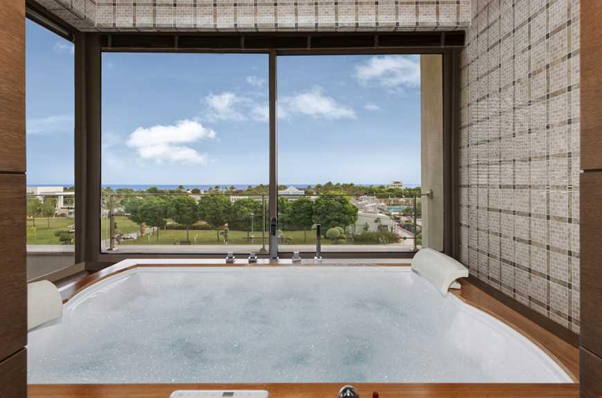 Deniz Manzaralı Hilton Suite