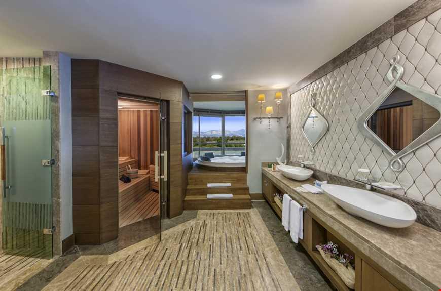 Deniz Manzaralı King Suite