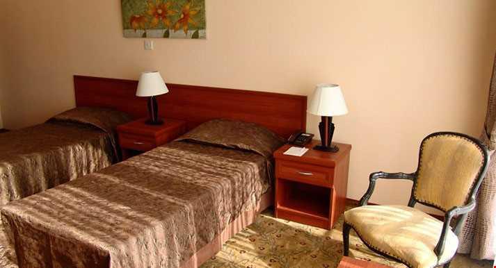 Standart Odalar 28 m² büyüklüğündedir. Odalarda çift kişilik tek yatak bulunuyor.