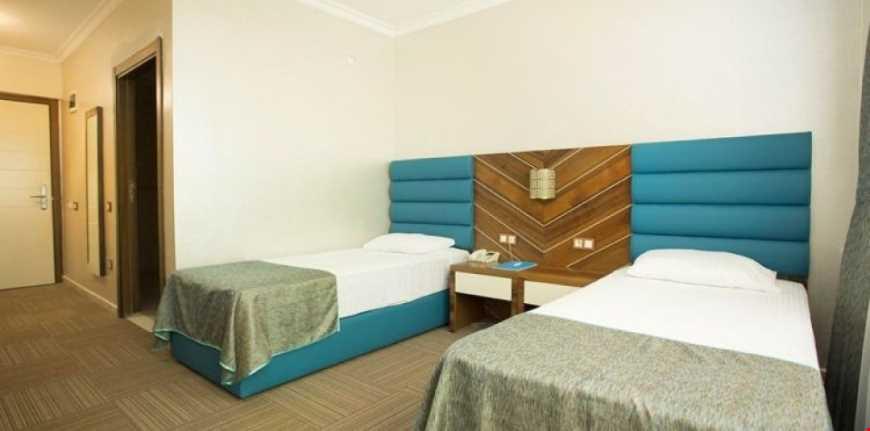 Tesisin her odası balkonludur. Standart Odalarda Duşlu ve Küvetli seçeneği mevcuttur. Tesisin odaları 59 adedi küvetli, 27 adedi duşludur.