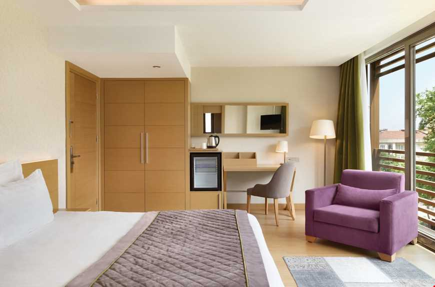 Standart Odalar 20-25 m² büyüklüğündedir. Odalarda çift kişilik tek yatak veya tek kişilik iki ayrı yatak bulunuyor.