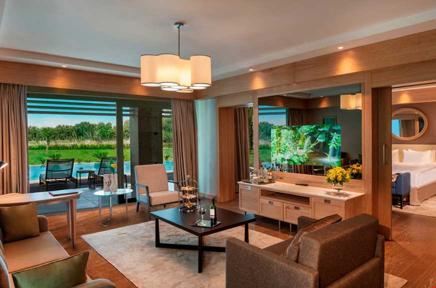 Golf Suite By Pool
