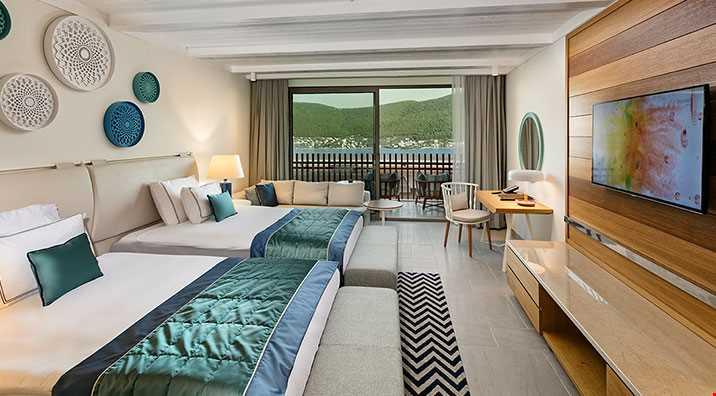 45 m2 genişliğinde, daha büyük yataklı ve banyoda çift lavabo bulunan odalardır.