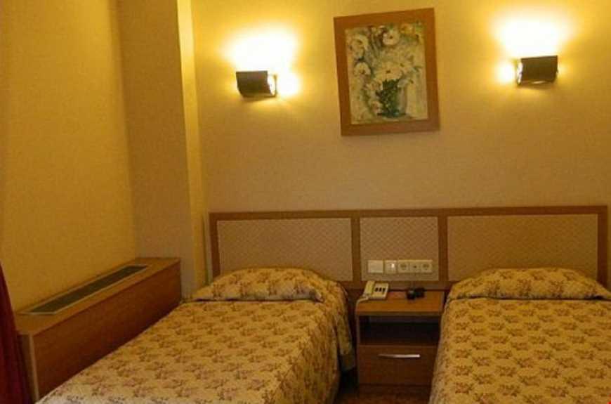 Tesisin odalarında tv, saç kurutma makinesi, telefon bulunmaktadır.